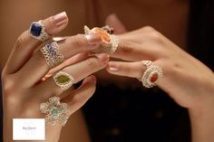 Anillos tejidos a crochet con hilo de plata y piedras. Wire Jewelry, Jewelry Crafts, Jewelry Rings, Jewelery, Handmade Jewelry, Beading Projects, Beading Tutorials, Wire Wrapping Tutorial, Wire Crochet