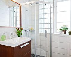 Decorar baños con bloques o ladrillo de vidrio #baño #paredes #revestimiento #HomeDecor #bathroom #walls