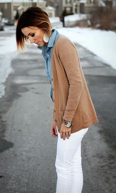 chambray shirt, tan cardigan, white denim Warner, this outfit makes me think of you! Chambray Shirt Outfits, Winter Cardigan Outfit, Cardigan Outfits, Denim Shirt, Winter Outfits For Work, Fall Outfits, Fashion Outfits, Work Outfits, Work Attire