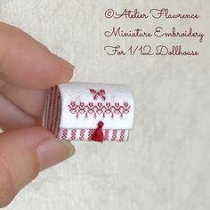 んな感じに仕上がりました #ミニチュア #クロスステッチ #カルトナージュ #ドールハウス #タッセル #赤 #ストライプ #刺繍 #リボン #ミニチュアクロスステッチ #miniature #miniatureembroidery