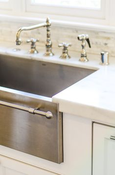 A deep farm kitchen sink - even better in stainless steel, with a towel bar no less! Evars Anderson Design
