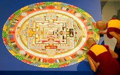 Tibetan Buddhist monks completing a sand mandala Buddhist Beliefs, Labyrinth Maze, Indian Eyes, Buddhist Philosophy, Buddhist Traditions, Colored Sand, Circle Of Life, Finding Joy, Teaching Art