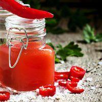 Recept : Domácí tabasco | ReceptyOnLine.cz - kuchařka, recepty a inspirace Tabasco Hot Sauce, Hot Sauce Bottles, Preserves, Pickles, Chili, Food And Drink, Vegetables, Korn, Preserve