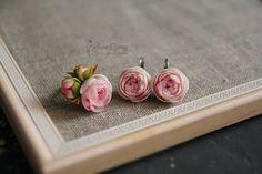 #handmade #flowers #etsy #polymerclay #clay #polymer #wedding #floral #jewelry #etsyfinds #floraljewelry #blossom #weddingflower #handmadeblossom #succulent #flowerjewelry #botanical #flowermood