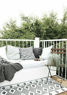World Premiere: My DIY Lounge Seat Podium! In addition a selection of the most beautiful balcony chairs. (oh what a room) - Balkon - Balcony Furniture Design Balcony Chairs, Balcony Furniture, Outdoor Furniture Sets, Outdoor Balcony, Balcony Ideas, Pergola Ideas, Rustic Furniture, Corner Seating, Lounge Seating