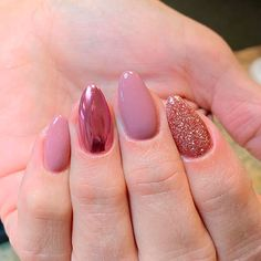 Gorgeous short nails set between nude, glitter, and rose gold chrome almond nails Short Nail Designs, Best Nail Art Designs, Rose Gold Nails, Pink Nails, Pink Crome Nails, Short Almond Nails, Short Nails Art, Best Acrylic Nails, Gorgeous Nails