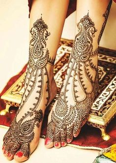 If you are looking for bridal mehndi designs for your wedding, then check out these top 30 mehandi images for some inspiration. Right from a simple mehndi design to an elaborate bridal henna design, you'll find it in here! Rajasthani Mehndi Designs, Indian Henna Designs, Mehndi Designs Feet, Legs Mehndi Design, Mehndi Design Images, Beautiful Mehndi Design, Best Mehndi Designs, Dulhan Mehndi Designs, Mehandi Designs