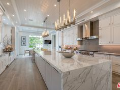 34 Admirable Luxury Kitchen Design Ideas You Will Love - When choosing the right luxury home plan, many to-be homeowners often get hung up on the kitchen details. Should there be a separate breakfast nook? Kitchen Room Design, Luxury Kitchen Design, Dream Home Design, Luxury Kitchens, Home Decor Kitchen, Interior Design Kitchen, House Design, Interior Modern, Modern Luxury