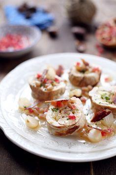 Voilà un doux plat qui peut être proposé lors de vos repas de fin d'année. J'ai préparé un rôti de dinde farci d'une compotée de pommes et de châtaignes co