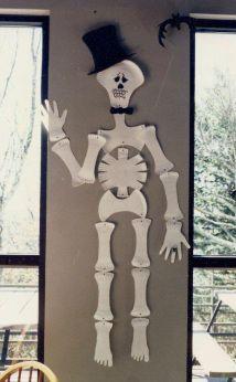 Paper Plate Skeleton & Paper Plate Skeleton Tutorial | Halloween DIY Amigurumi food ...