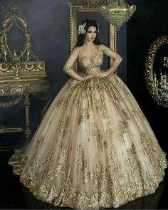 83aa6b780c 70 mejores imágenes de vestidos de 15 color dorado