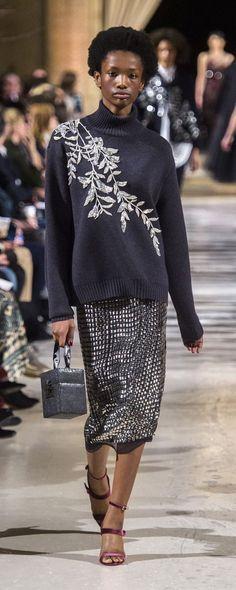 Oscar De La Renta Herbst-Winter - Konfektion - www. Knitwear Fashion, Knit Fashion, Trendy Fashion, Fashion Trends, Autumn Fashion 2018, Fashion Week, Fashion Models, Style Casual, Look Casual