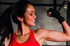 Mulher-flexionando-braço