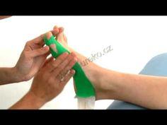 Návod k tejpování příčného plochonoží a vbočeného palce (plochonožní příčné hallux vagus) - YouTube Ribbon Shoes, Tape, Remedies, Youtube, Watch, Physical Therapy, Medicine, Health And Beauty, Tips