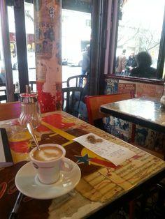 Les folies belleville. Rue de belleville. Noisette du 20 décembre par grand froid. Café mythique.autrefois un des premiers cafés concerts...Paris Paris....:-)