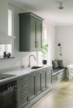 Home Start - 7 Tips That Make a Difference Green Kitchen, Kitchen Colors, Kitchen Design, Ikea Kitchen, Kitchen Living, Kitchen Cabinets, Dining Room Furniture Design, Rooms Furniture, Dining Rooms