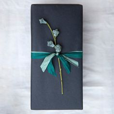 Lighter and softer than standard kraft paper, this eco-friendly wrapping invites fanciful ribbons and hand-drawn designs.- 100% recycled kraft paper- USA30'L, 2'W