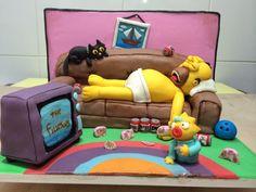 Mais um da Família Simpsons, esse Homer é muito preguiçoso!!! O bolo é o sofá onde o Homer está deitado e a Tv também é de bolo!!! #thesimpsons #couplecakes #cakedesign #simpsonscake #homer #marge #maggie #lisa #bart Bolo Simpsons, Simpsons Party, Cake Design, Themed Cakes, Toy Chest, Toddler Bed, Parties, Dessert, Cartoon