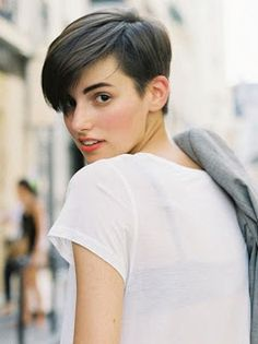 A pixie haircut is so tendy.View these 20 pixie hair cut styles and pick another hot adaptation to invigorate your classy look this season! Pixie Crop, Short Pixie, Short Cuts, Dark Pixie Cut, Pixie Hairstyles, Short Hairstyles For Women, Pixie Haircuts, Girls With Boy Haircuts, Short Hair For Women