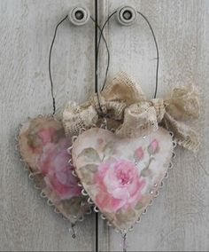 Romantic Roses and Rhinestone Oraments - heart, wire, pink roses, tea stained lace Shabby Chic Français, Shabby Chic Hearts, Manualidades Shabby Chic, Decoration Shabby, Paper Crafts, Diy Crafts, Ribbon Crafts, Creation Deco, Heart Crafts