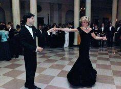 Princess Diana dancing with John Travolta, 1985. http://historicalphotographs.net