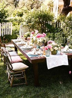 Outdoor Dinner Parties can still have the same elegance and beauty that an indoor one has - Dinner Party Catering Gold Coast gives you the tips