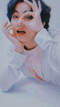 V Taehyung, Bts Bangtan Boy, Namjoon, V And Jin, V Bts Wallpaper, Iphone Wallpaper, Frases Bts, Album Bts, Kpop