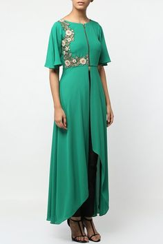 Green hand embroidered high low tunic.  #carma #shopitatcarma #carmaloves #instadaily #fashiondaily #fashionupdates #instafollow #luxury #floral #indianfashion #musthave #sagegarden #diwaliedit #diwalispecial #ethnic #kurtasets #anarkalis #getthislook #shopping #shopnow #onlineshopping #festive #elegant #madetoorderdress #green #handembroidered #tunic #highlow #indowestern #kylee #designerwear #latestfashion #ethnicwear #floral