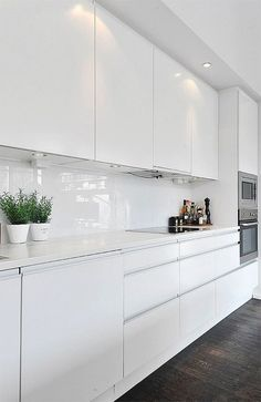 Dark, light, oak, maple, cherry cabinetry and wood kitchen cabinets cherry. CHECK THE PIC for Lots of Wood Kitchen Cabinets. Home Decor Kitchen, White Kitchen, Kitchen Remodel, Contemporary Kitchen, Kitchen Cabinets Decor, White Modern Kitchen, Wood Kitchen, Home Kitchens, White Kitchen Design