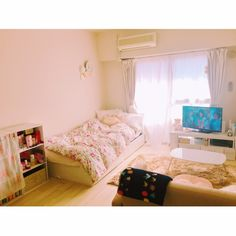 6 Creative Tips on How to Make a Small Bedroom Look Larger Korean Bedroom, Japanese Bedroom, Small Apartment Interior, Apartment Design, Room Interior, Cute Bedroom Decor, Comfy Bedroom, Japanese Apartment, Korean Apartment