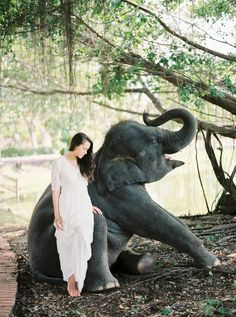 We have an affinity for travel over here at Wedding Sparrow HQ and the more extraordinary shoots we see in the beautiful land of Thailand, the more we want to visit. Here we have an exotic location full of ancient architectural surprises around each corner. All of this was beautifully captured by the lovely Vanessa …