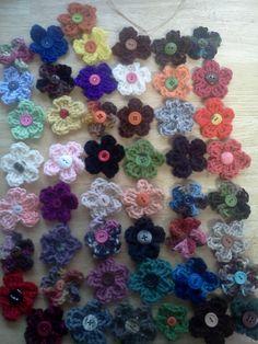 Small crocheted flower hair clips