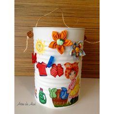Artes da Auxi Reciclar é preciso Porta prendedores feito com lata de molho de tomates para restaurantes.