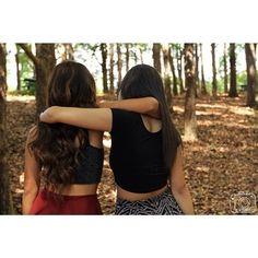 Mantengan una cerradura sólida una con la otra. | 37 ideas fotográficas increíblemente divertidas con tu mejor amiga