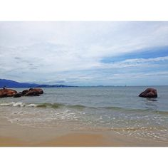 Sábado de praia! #florianópolis #floripa #sul #sc #suldobrasil #Brasil #praia #jurereinternacional #igersflorianopolis #igersbrasil #igersfloripa #beach #viajeaqui #melhoresdestinos #vivafloripa #viveremfloripa by saraloba