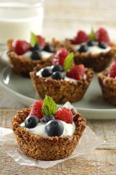 Prepara estas deliciosas y originales copas de granola para el desayuno. La copa que crujiente y con rico sabor a Granola