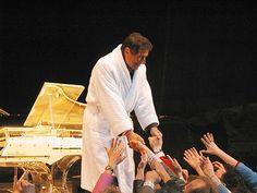 ...und schüttelte zahlreiche Hände an der Bühnenrampe.