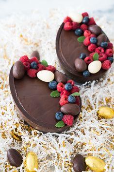 Confira as melhores receitas de ovo de páscoa! Small Desserts, Just Desserts, Dessert Recipes, Health Desserts, Healthy Cat Treats, Pastry And Bakery, Foods With Gluten, Easter Treats, Easter Recipes