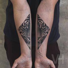 Split Animals Faces Tattoos Inked on Separate Sides – Fubiz Media