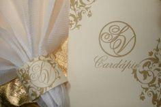 Kit Cardápio e porta guardanapo para Casamento, Bodas e Eventos em geral. No papel texturizado marfim, cinta com aplicação de strass.