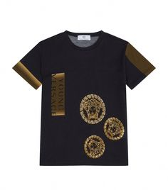 Versace Embroidered Medusa T-shirt In Black Versace Top, Versace T Shirt, Men's Casual Wardrobe, Jeans And Sneakers, Leather Vest, Mens Fashion, Fashion Brand, Street Fashion, Men Casual