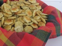 Savory Snack Crackers--yummy complement to your soup! Appetizer Dishes, Appetizer Recipes, Snack Recipes, Cooking Recipes, Oyster Cracker Snack, Oyster Crackers, Ritz Crackers, Crackers Appetizers, Galletas Cookies
