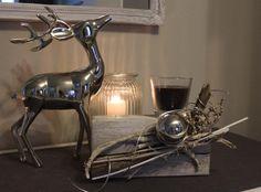 TD11 - Holzblock als Tischdeko! Altes Holz behandelt, gebeizt und weiß gebürstet! Dekoriert mit Materialien aus der Natur, Edelstahlkugel und einer Kerze im Glas! Preis 29,90€
