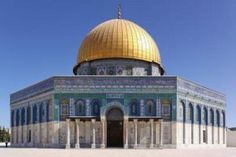 RT Al Aqsa. Mosque on Earth. Holiest site in Islam. Ya Allah, please protect our beautiful mosque. Islamic World, Islamic Art, Islamic Quotes, Islamic Teachings, Tel Aviv, Mosque Architecture, Historic Architecture, Dome Of The Rock, Jerusalem Israel