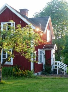 Ideas for house exterior scandinavian swedish cottage Swedish Cottage, Red Cottage, Swedish House, Cozy Cottage, Cottage Style, Home Beach, Red Houses, Cottage Exterior, Grey Exterior