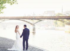 Couple along the Seine in Paris yolanda villagran photography
