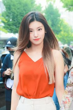 A community for fans of the K-pop girl group ITZY, under JYP Entertainment. Kpop Girl Groups, Korean Girl Groups, Kpop Girls, Tomboy Outfits, Fashion Outfits, Mamamoo, New Girl, South Korean Girls, Girl Crushes