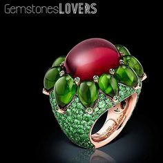 Our last CRUSH is this mesmerizing tourmaline cabochon and emeralds ring from DeGrisogono! Isn't gorgeous? @degrisogono