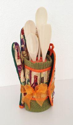 Housewarming Gift Set. HandMade Pot Holder Oven by LasmasCreations, $38.00