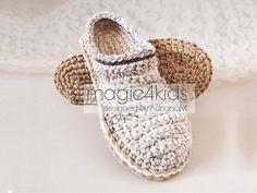 Crochet pattern men basic clogs with rope solessoles pattern Crochet Earrings Pattern, Crochet Slipper Pattern, Crochet Shoes, Crochet Slippers, Diy Crochet, Crochet Baby, Crochet Motifs, Basic Crochet Stitches, Crochet Basics